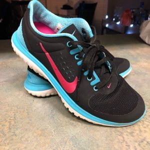 Nike FitSole Black, Blue, and Pink Tennis Shoes